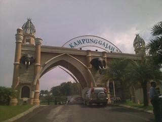 tempat wisata kuliner di kota bandung murah gerbang kampung gajah